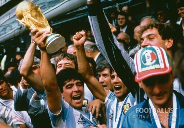 17세부터 독보적 천재였던 '축구의 신'… 다시 보는 故 마라도나 스카우트 보고서